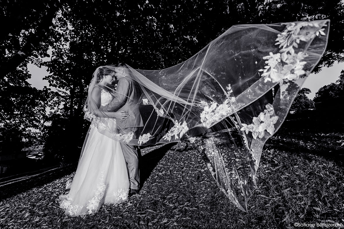 photo couple voile mariage
