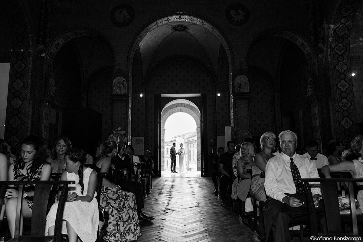 Mariage de Jane & Pierre au Château du Croisillat 32 entrée des mariés eglise idee