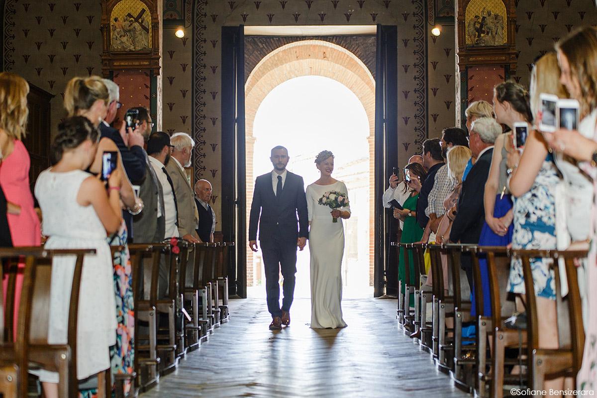 Mariage de Jane & Pierre au Château du Croisillat 33 entree des maries eglise