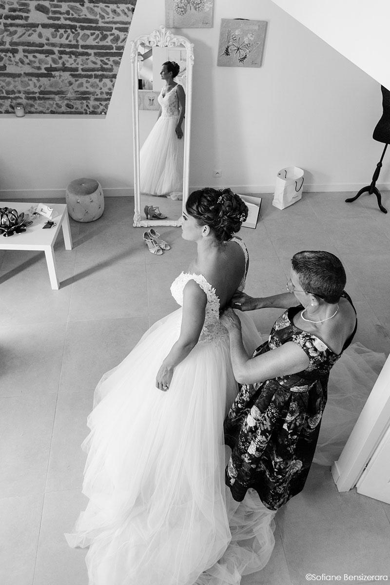Mariage de Mathilde & Alexandre au Miroir des Lys 14 habillage mariage toulouse